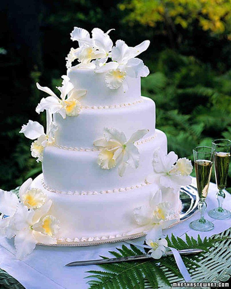 tarta de boda con orquídeas blancas